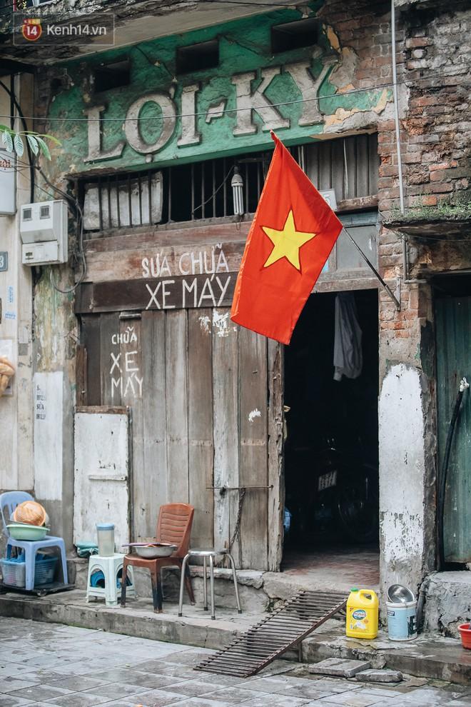 Hà Nội của sớm mai ngày Tết Độc lập: Buổi lễ chào cờ thiêng liêng trước Quảng trường Ba Đình, đường phố bình yên nhẹ nhàng - Ảnh 14.