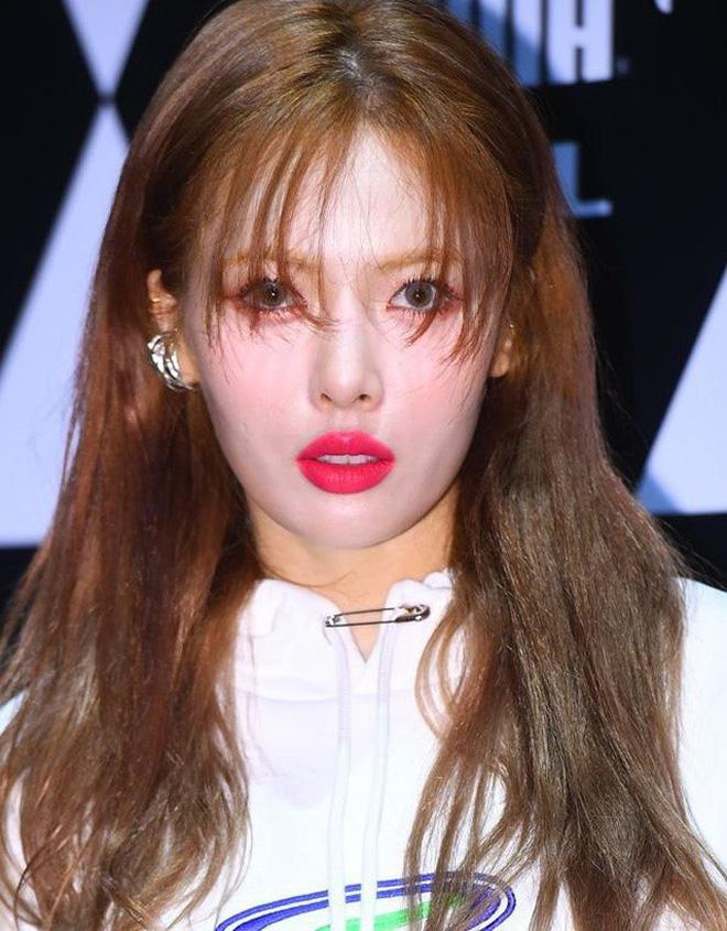 Ai ngờ dàn idol cực phẩm cũng dọa fan chạy mất dép vì mặt trắng bệch: Luna như đóng phim kinh dị, mỹ nam BTS bị hại - Ảnh 6.