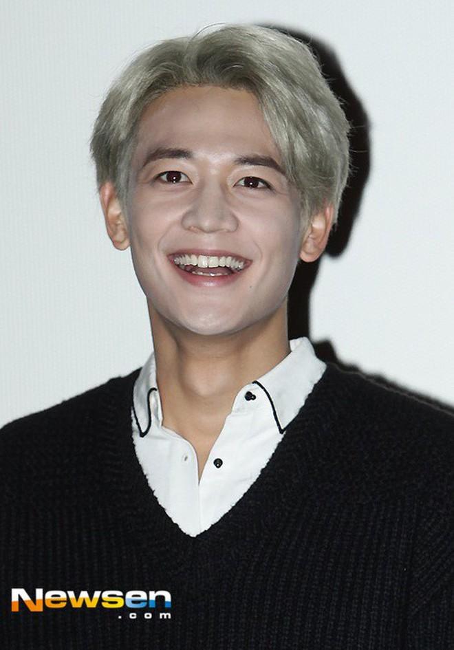 Ai ngờ dàn idol cực phẩm cũng dọa fan chạy mất dép vì mặt trắng bệch: Luna như đóng phim kinh dị, mỹ nam BTS bị hại - Ảnh 9.