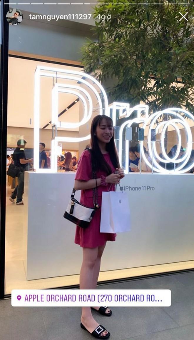 Ái nữ nhà Minh Nhựa được chồng mới cưới chiều như công chúa: Sang Singapore tậu đôi chiếc iPhone 11, food tour xuyên ngày! - Ảnh 11.