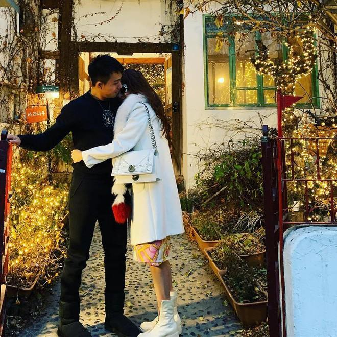 Style ảnh du lịch của nhà Minh Nhựa đối nhau chan chát: Con gái và con rể giản dị bao nhiêu thì bố và vợ - Ảnh 33.