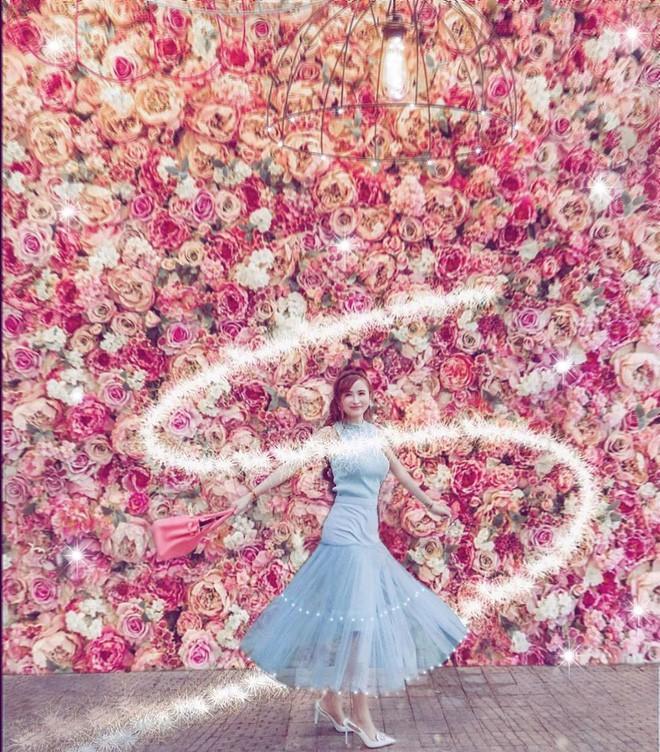 Style ảnh du lịch của nhà Minh Nhựa đối nhau chan chát: Con gái và con rể giản dị bao nhiêu thì bố và vợ - Ảnh 24.