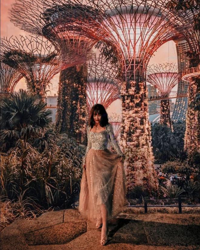 Style ảnh du lịch của nhà Minh Nhựa đối nhau chan chát: Con gái và con rể giản dị bao nhiêu thì bố và vợ - Ảnh 23.