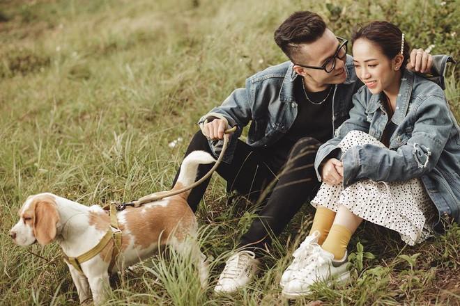 Style ảnh du lịch của nhà Minh Nhựa đối nhau chan chát: Con gái và con rể giản dị bao nhiêu thì bố và vợ - Ảnh 4.