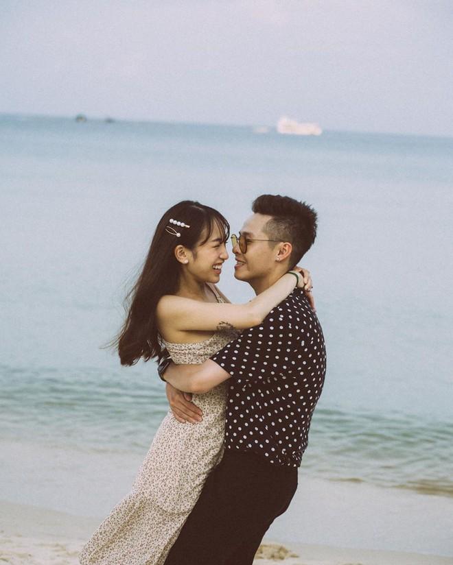 Style ảnh du lịch của nhà Minh Nhựa đối nhau chan chát: Con gái và con rể giản dị bao nhiêu thì bố và vợ - Ảnh 14.