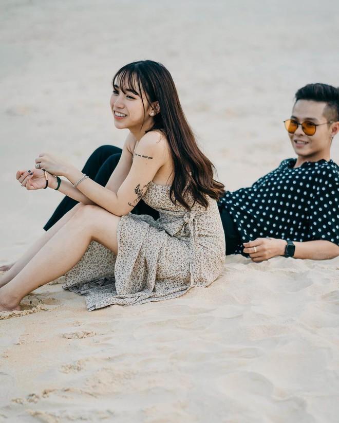Style ảnh du lịch của nhà Minh Nhựa đối nhau chan chát: Con gái và con rể giản dị bao nhiêu thì bố và vợ - Ảnh 11.
