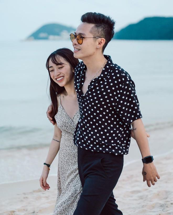 Style ảnh du lịch của nhà Minh Nhựa đối nhau chan chát: Con gái và con rể giản dị bao nhiêu thì bố và vợ - Ảnh 10.