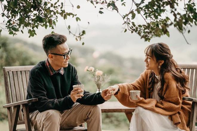 Style ảnh du lịch của nhà Minh Nhựa đối nhau chan chát: Con gái và con rể giản dị bao nhiêu thì bố và vợ - Ảnh 20.