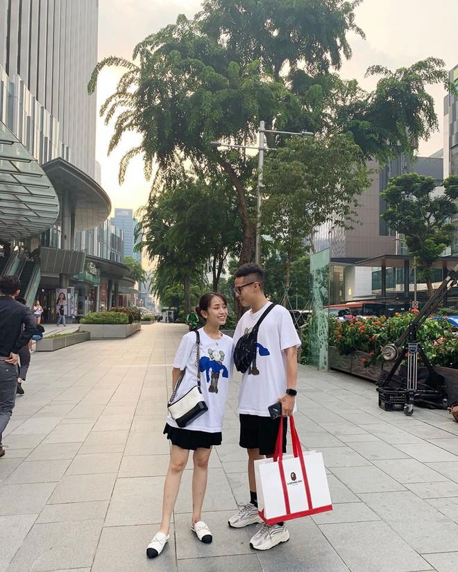 Style ảnh du lịch của nhà Minh Nhựa đối nhau chan chát: Con gái và con rể giản dị bao nhiêu thì bố và vợ - Ảnh 18.