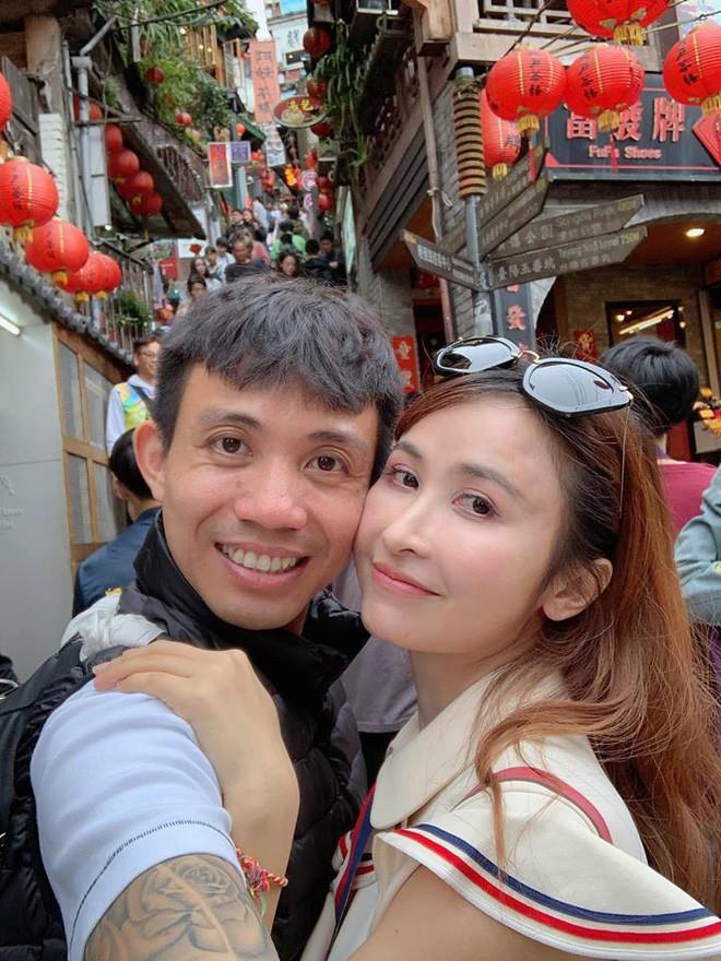 Style ảnh du lịch của nhà Minh Nhựa đối nhau chan chát: Con gái và con rể giản dị bao nhiêu thì bố và vợ - Ảnh 37.