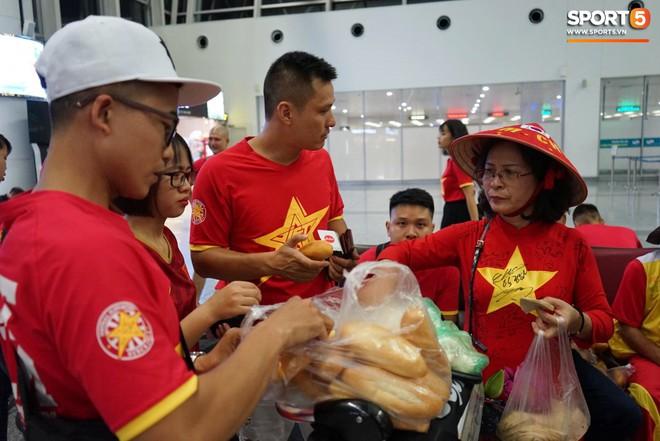Liên đoàn bóng đá Thái Lan khuyên người hâm mộ nên xem bóng đá ở nhà vì lo sợ... bạo loạn xảy ra - Ảnh 1.