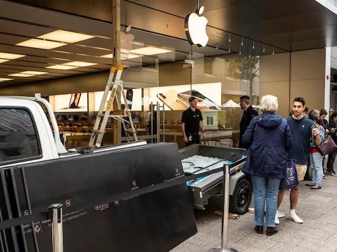 Hí hửng trộm số iPhone trị giá 4,5 tỷ, lũ cướp táo tợn chắc chắn không biết cạm bẫy này của Apple - Ảnh 2.