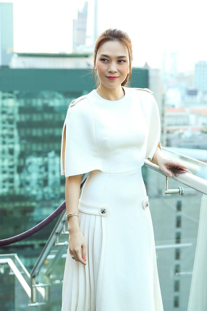 """Vượt qua nhiều đối thủ nặng ký, Đông Nhi giành chiến thắng giải thưởng """"Ca sĩ ấn tượng"""" tại VTV Awards 2019 - Ảnh 3."""