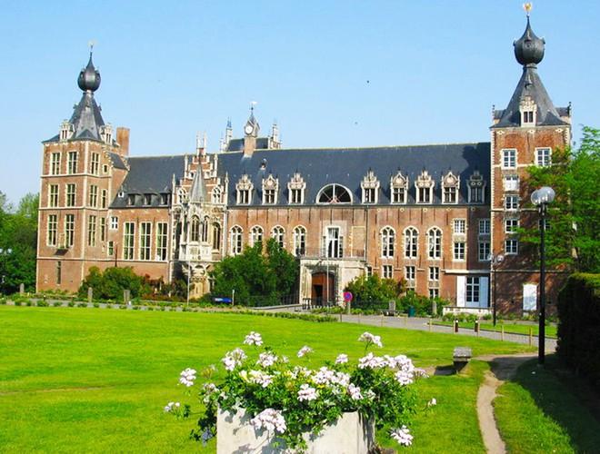 16 trường đại học đẹp nhất thế giới với kiến trúc xinh như cổ tích, sinh viên đi học đứng góc nào cũng có hình sống ảo nghìn like - Ảnh 12.