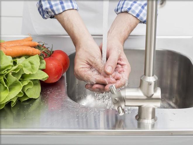 Những thói quen xấu thường thấy trong nhà bếp nếu không sửa ngay sẽ gây hại sức khỏe nghiêm trọng - Ảnh 5.