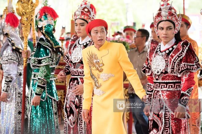 Đào Bá Lộc, Huỳnh Lập, Angela Phương Trinh cùng dàn nghệ sĩ tề tựu tại nhà thờ của Hoài Linh dự giỗ tổ sân khấu - Ảnh 2.