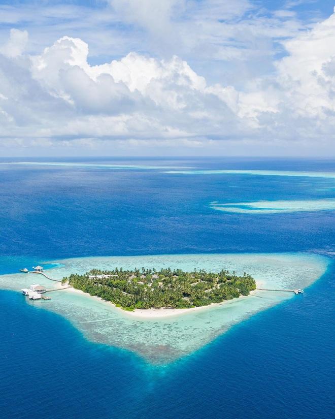 """Muốn biết bàn tay mẹ thiên nhiên kỳ diệu thế nào, cứ nhìn vào 5 hòn đảo """"nằm thẳng tắp thành 1 hàng"""" ở Maldives này sẽ rõ! - Ảnh 9."""