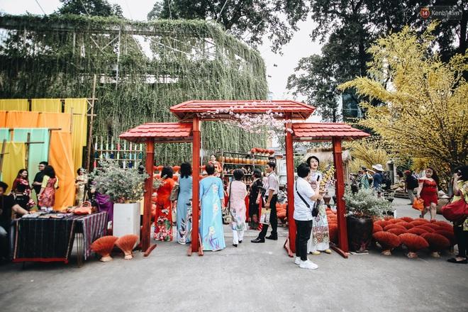 Nhiều ông, bà đồ trẻ cho chữ trên phố ông đồ Phạm Ngọc Thạch dịp Tết Canh Tý 2020 - Ảnh 15.
