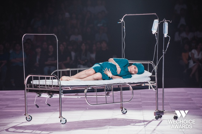 """Nghẹn ngào xem """"Liên"""" trên sân khấu WeChoice Awards - tiết mục múa tái hiện câu chuyện về người mẹ ung thư từ chối điều trị để con được chào đời - Ảnh 3."""