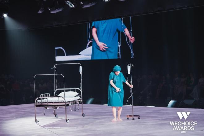 """Nghẹn ngào xem """"Liên"""" trên sân khấu WeChoice Awards - tiết mục múa tái hiện câu chuyện về người mẹ ung thư từ chối điều trị để con được chào đời - Ảnh 5."""