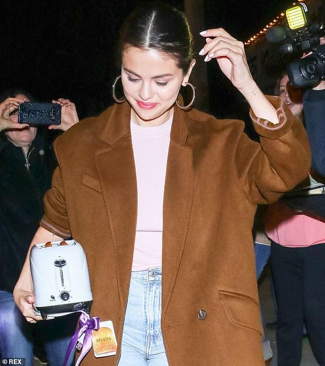 """Tranh cãi nảy lửa: Vợ Justin bị nghi kết hợp với bạn thân """"chơi xấu"""" Selena Gomez, người trong cuộc nói gì? - Ảnh 1."""