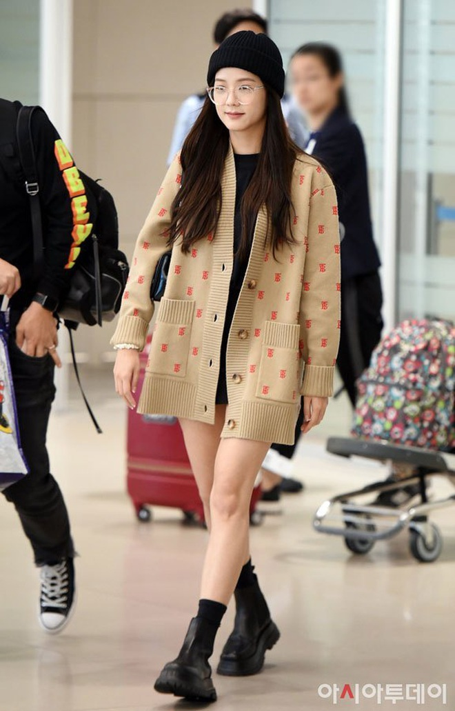 3-blackpink-jisoo-airport-photos-at-incheon-back-from-london-after-burberry-event-15789318177491174530917.jpg