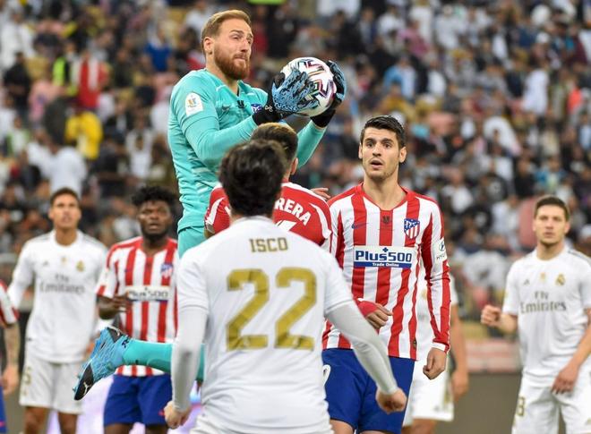 Đồng đội cũ của Ronaldo bị tố chơi bẩn giúp Real Madrid giành danh hiệu đầu tiên mùa này - Ảnh 2.