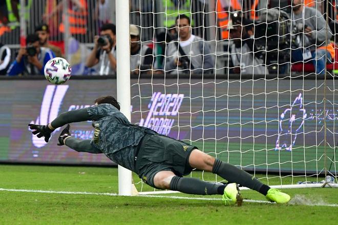 Đồng đội cũ của Ronaldo bị tố chơi bẩn giúp Real Madrid giành danh hiệu đầu tiên mùa này - Ảnh 6.