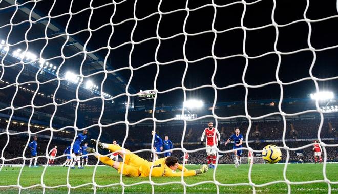 Nam thần Kante bất ngờ tái hiện cú trượt chân đá bay cúp vô địch Ngoại hạng Anh, Chelsea đánh rơi chiến thắng trước Arsenal dù sở hữu lợi thế cực lớn - Ảnh 8.
