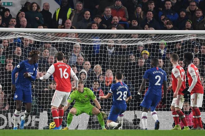 Nam thần Kante bất ngờ tái hiện cú trượt chân đá bay cúp vô địch Ngoại hạng Anh, Chelsea đánh rơi chiến thắng trước Arsenal dù sở hữu lợi thế cực lớn - Ảnh 7.