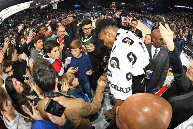 Dàn sao Paris Saint-Germain hội tụ cùng những huyền thoại bóng rổ thế giới trong trận đấu NBA Paris Match 2020 - Ảnh 12.