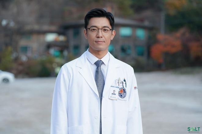 """Dàn trai đẹp y khoa cực phẩm của Người Thầy Y Đức 2: Hết """"hotboy bún bò"""" Ahn Hyo Seop tới trai đẹp Sạp Mai Mối Joseon đều có đủ! - Ảnh 6."""
