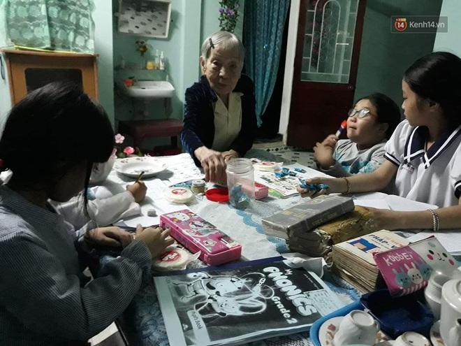 Cụ bà 97 tuổi suốt 25 năm dạy tiếng Anh, tiếng Pháp miễn phí cho học trò nghèo ở Huế - Ảnh 1.