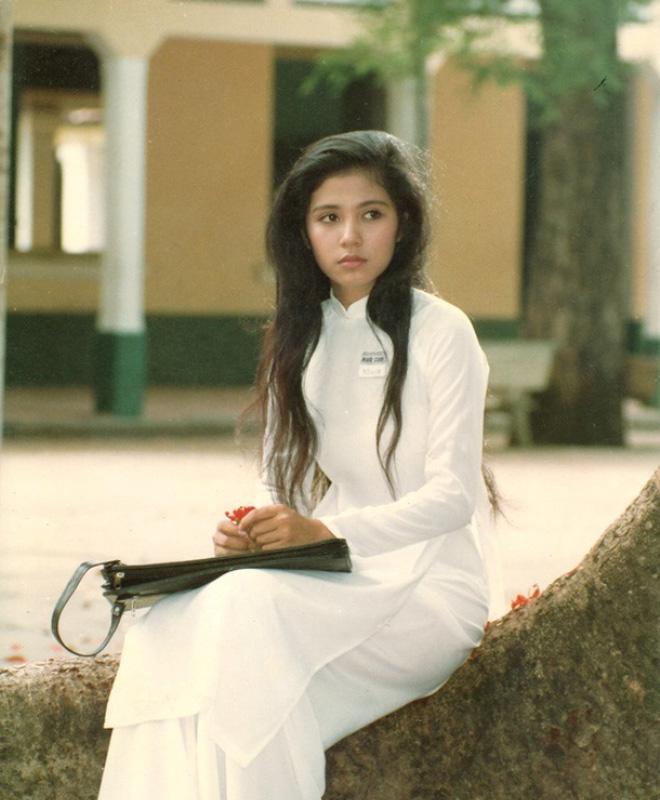 """Điện ảnh Việt 1990 đã có một huyền thoại nếu Mắt Biếc được chuyển thể: """"Hà Lan"""" sẽ còn đẹp nao lòng với nhan sắc của Việt Trinh! - Ảnh 2."""