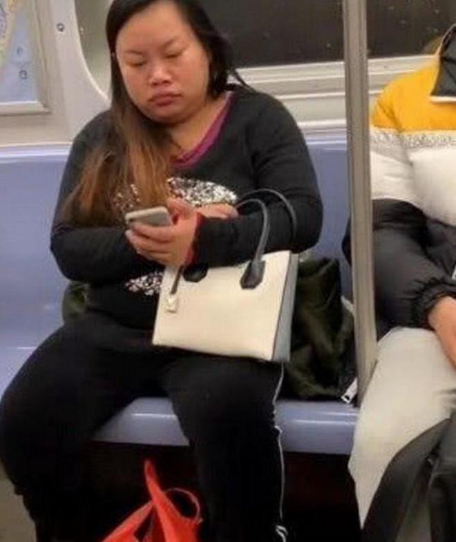 """Mỹ nhân """"thà khóc trên BMW còn hơn cười trên xe đạp"""", chàng trai bán thận để mua iPhone - giờ đây họ thế nào sau 10 năm? - Ảnh 22."""