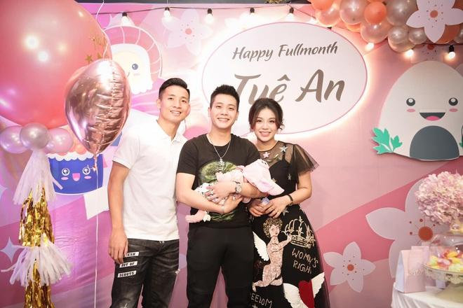 Rich kid mới nổi gọi tên con gái Bùi Tiến Dũng - Khánh Linh: Mới 2 tháng tuổi đã được phủ hàng hiệu từ đầu tới chân - Ảnh 5.