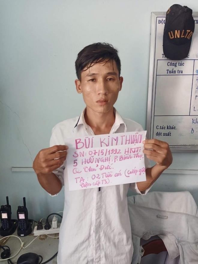 Bắt nhóm chuyên chọn nhà dân và phòng trọ công nhân để trộm ở vùng ven Sài Gòn, thu giữ cả kho vũ khí - ảnh 1