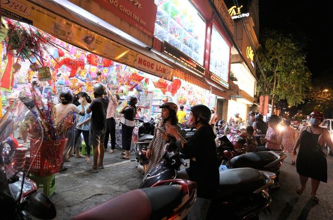 Chùm ảnh: Người dân 3 miền chen chúc nhau toát mồ hôi trong đêm Trung thu - ảnh 16