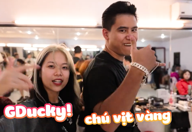 Tlinh - MCK ôm nhau kề má tình cảm phát hờn trong hậu trường Rap Việt! - ảnh 6