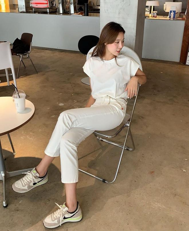 Tậu quần jeans trắng là có style sang xịn trendy, phối đồ đơn giản cỡ nào trông cũng hay ho - ảnh 5