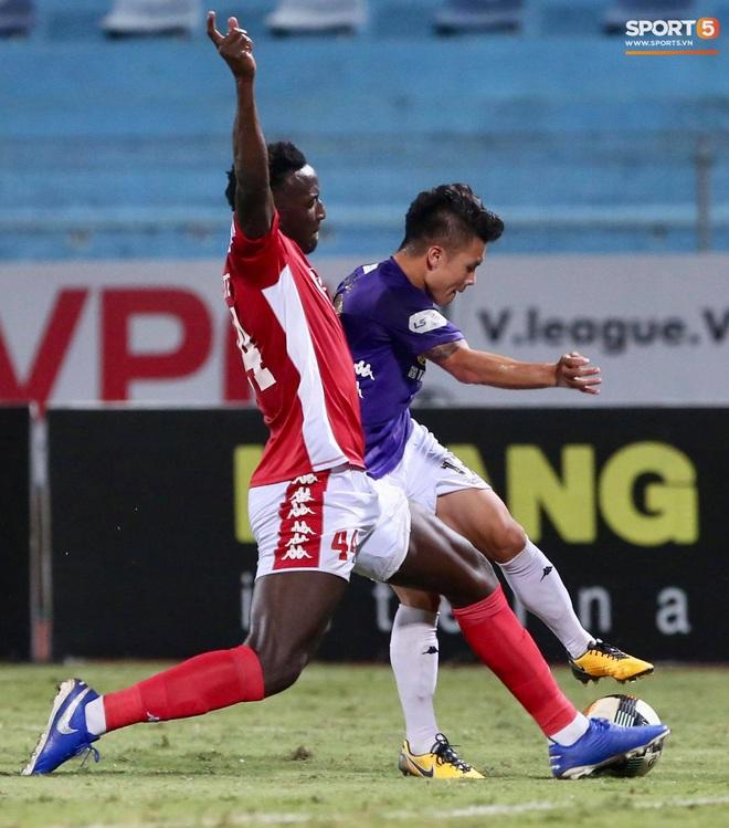 """Quang Hải nhảy múa trong vòng cấm, hết kiếm penalty lại ghi bàn đẳng cấp giúp CLB Hà Nội """"đè bẹp"""" CLB TP.HCM - Ảnh 2."""