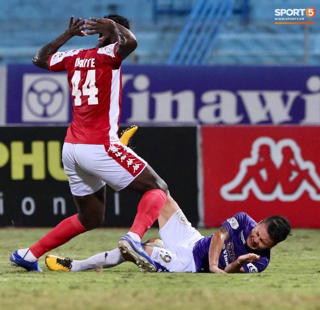 """Quang Hải nhảy múa trong vòng cấm, hết kiếm penalty lại ghi bàn đẳng cấp giúp CLB Hà Nội """"đè bẹp"""" CLB TP.HCM - Ảnh 3."""