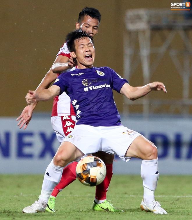 Ngoại binh CLB TP.HCM túm cổ áo, húc đầu dằn mặt tuyển thủ Việt Nam sau pha bóng tiểu xảo - Ảnh 9.
