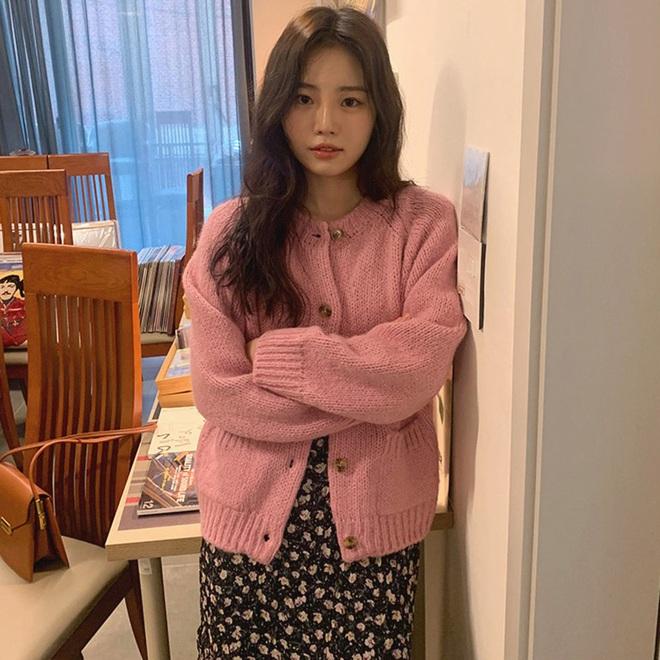 Copy 5 công thức này, đảm bảo bạn mặc cardigan xinh yêu như gái Hàn - Ảnh 1.