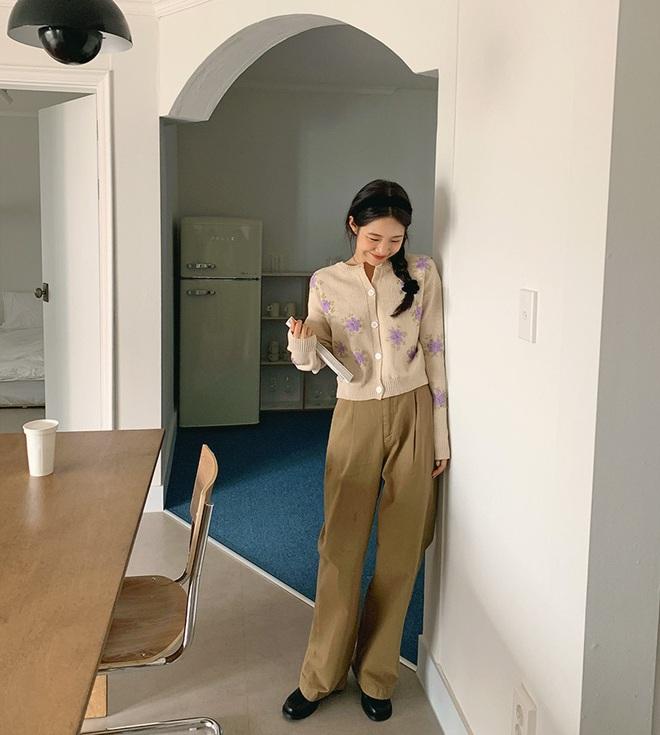 Copy 5 công thức này, đảm bảo bạn mặc cardigan xinh yêu như gái Hàn - Ảnh 2.