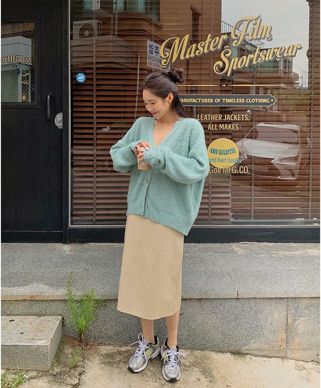 Copy 5 công thức này, đảm bảo bạn mặc cardigan xinh yêu như gái Hàn - Ảnh 4.