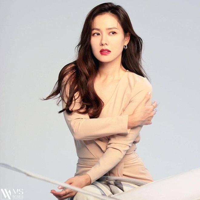 Sau Hyun Bin tới lượt Son Ye Jin bị soi nhan sắc ở tuổi 38, ngoại hình có thật sự đẹp xuất sắc? - Ảnh 3.