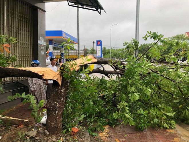 Chiều nay bão số 6 đổ bộ: Quảng Nam mưa to kèm gió mạnh, ngập lụt nhiều nơi - Ảnh 1.