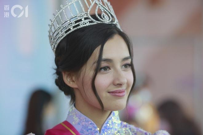 Hoa hậu Hong Kong 2020 đẹp nhất nhiều năm qua: Tiên nữ lai Âu - Á chỉ cao 1m60, không thạo tiếng Hong Kong và hoàn toàn mù mịt về Showbiz - ảnh 3