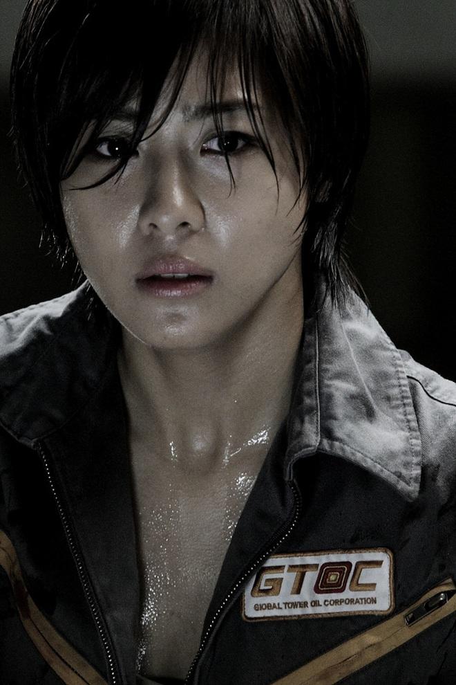 8 diễn viên Hàn xả thân vì nghiệp diễn: Jang Geun Suk nhai rắn độc, Seo Ye Ji liều mình hít khí than diễn cảnh tự sát - Ảnh 15.